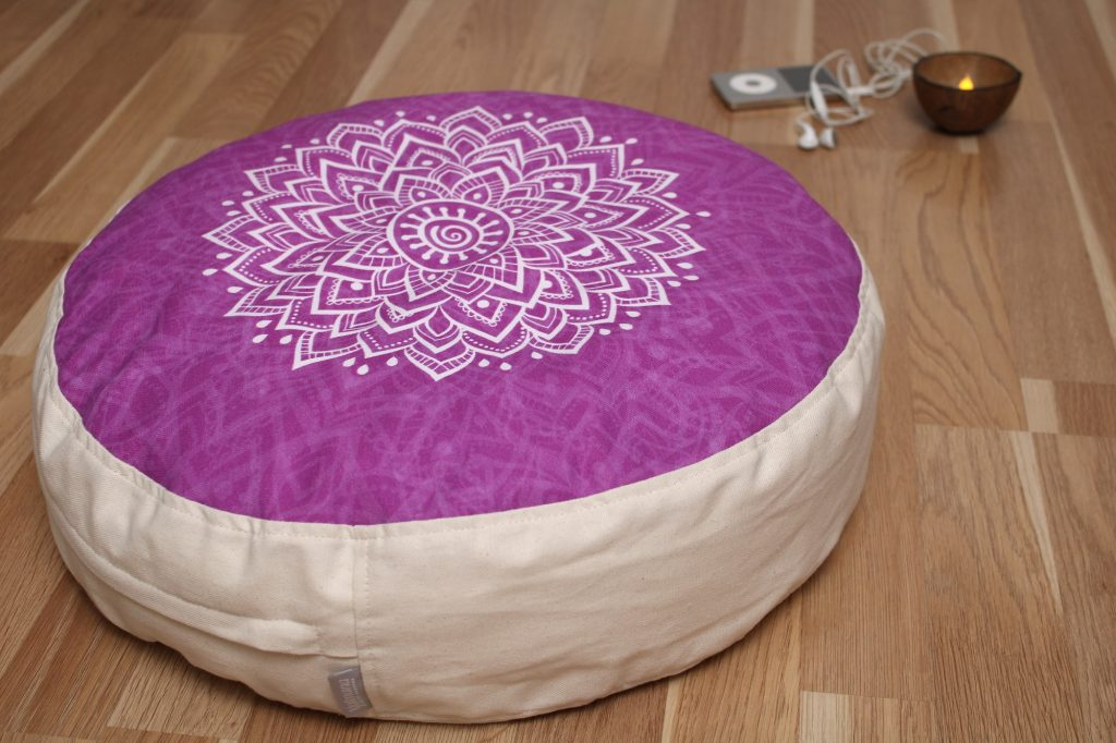 mandala lila jógapárna