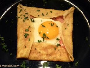 sonkás sajtos palacsinta tükörtojással