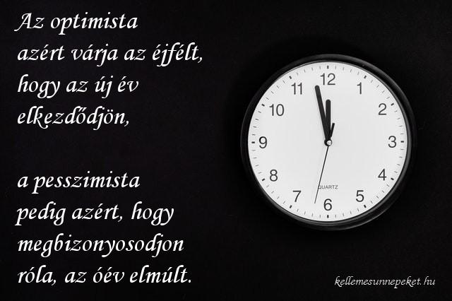 újév idézet, Az optimista azért várja az éjfélt, hogy az új év elkezdődjön, a pesszimista pedig azért, hogy megbizonyosodjon róla, az óév elmúlt.