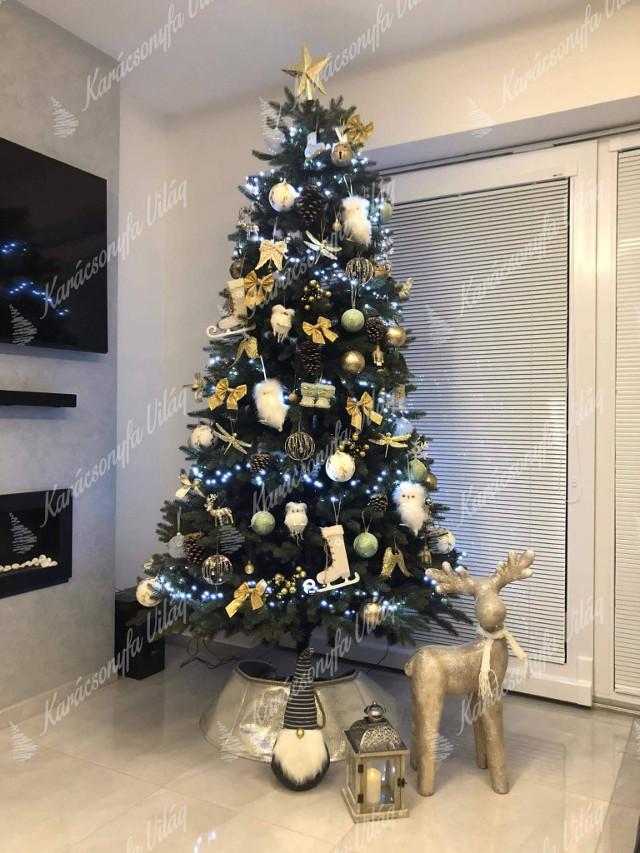 díszített karácsonyfa arany