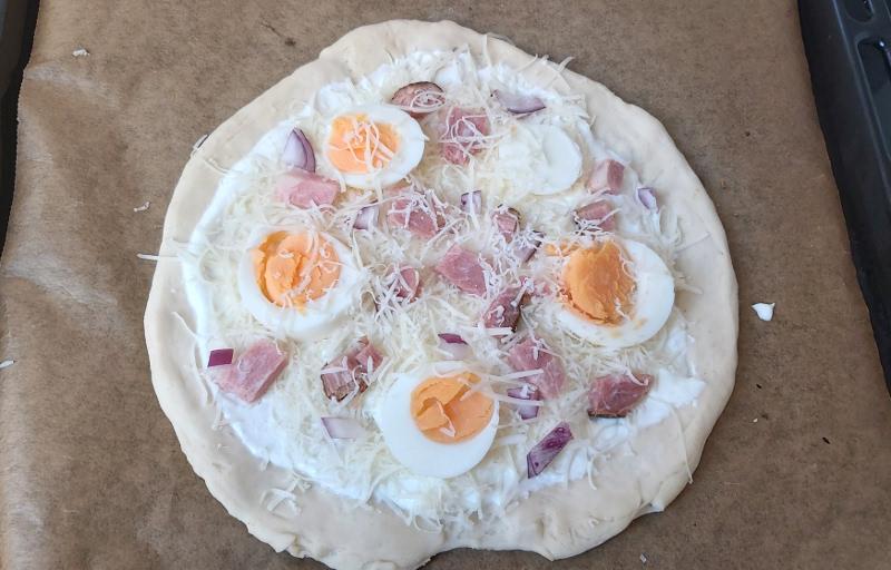 húsvéti pizza sütés előtt